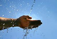 Main sous l'eau
